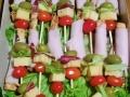 Stapici sa susamom i makom i curecapileca prsa - raznjici sa cerijem, kackavaljem, zelenom salatomsremusem i masline