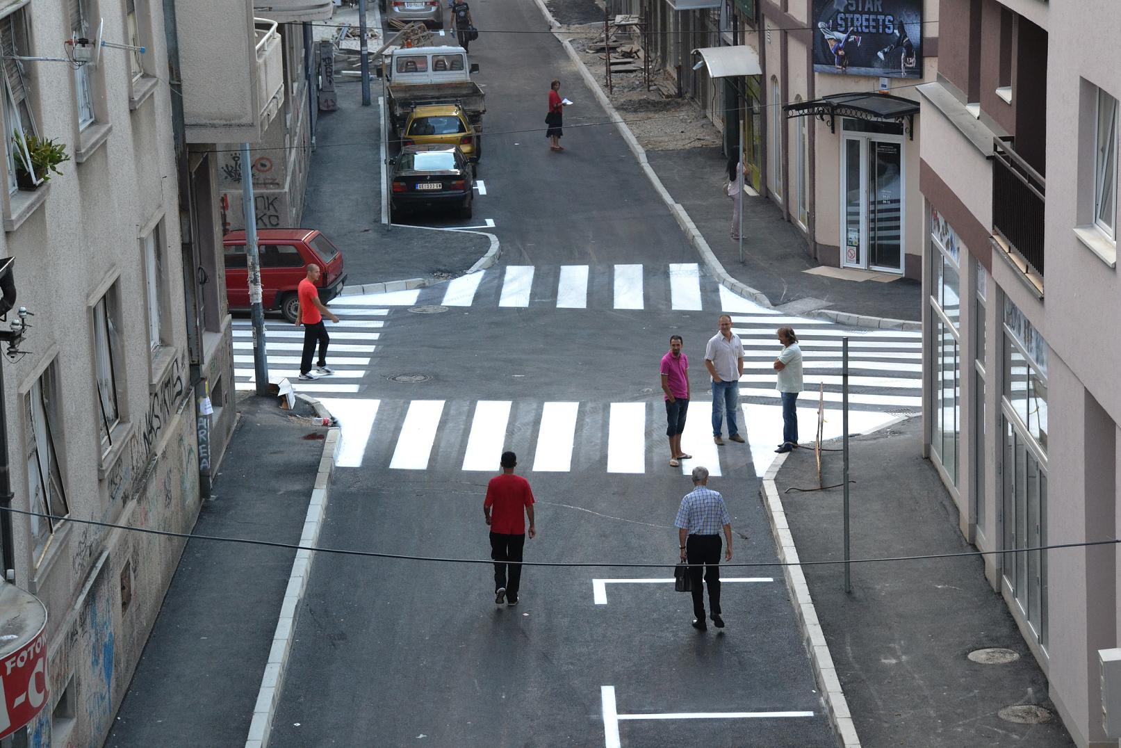 Asfaltirana Dečanska ulica