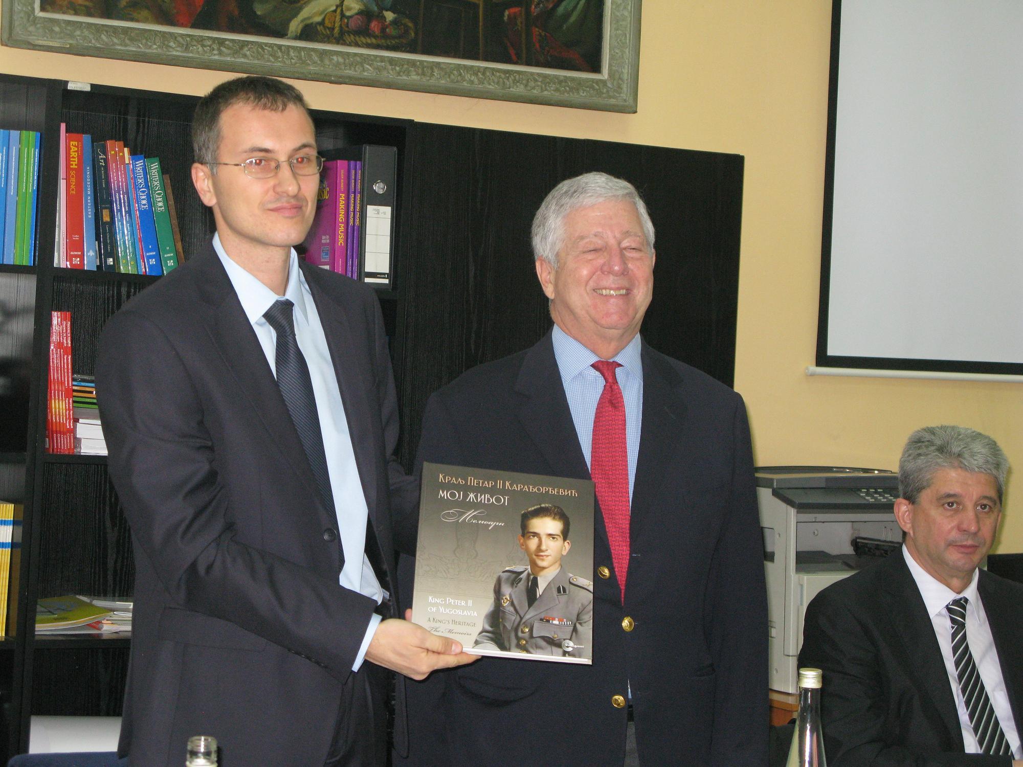 Direktor škole Nikola Bacetić i prestolonaslednik