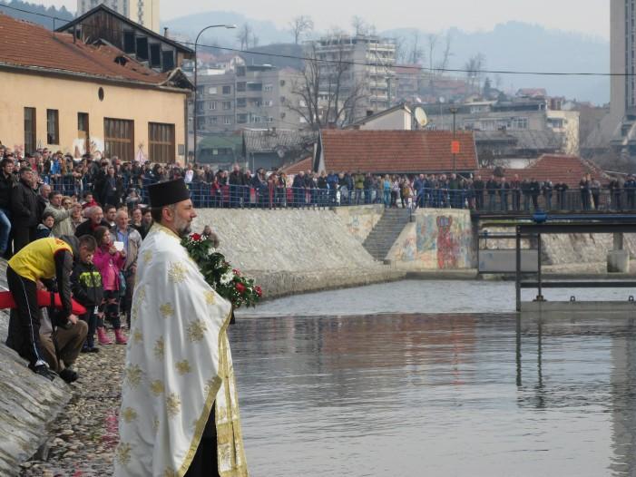 Neven Selaković pobednik trke u plivanju za Bogojavljenski krst