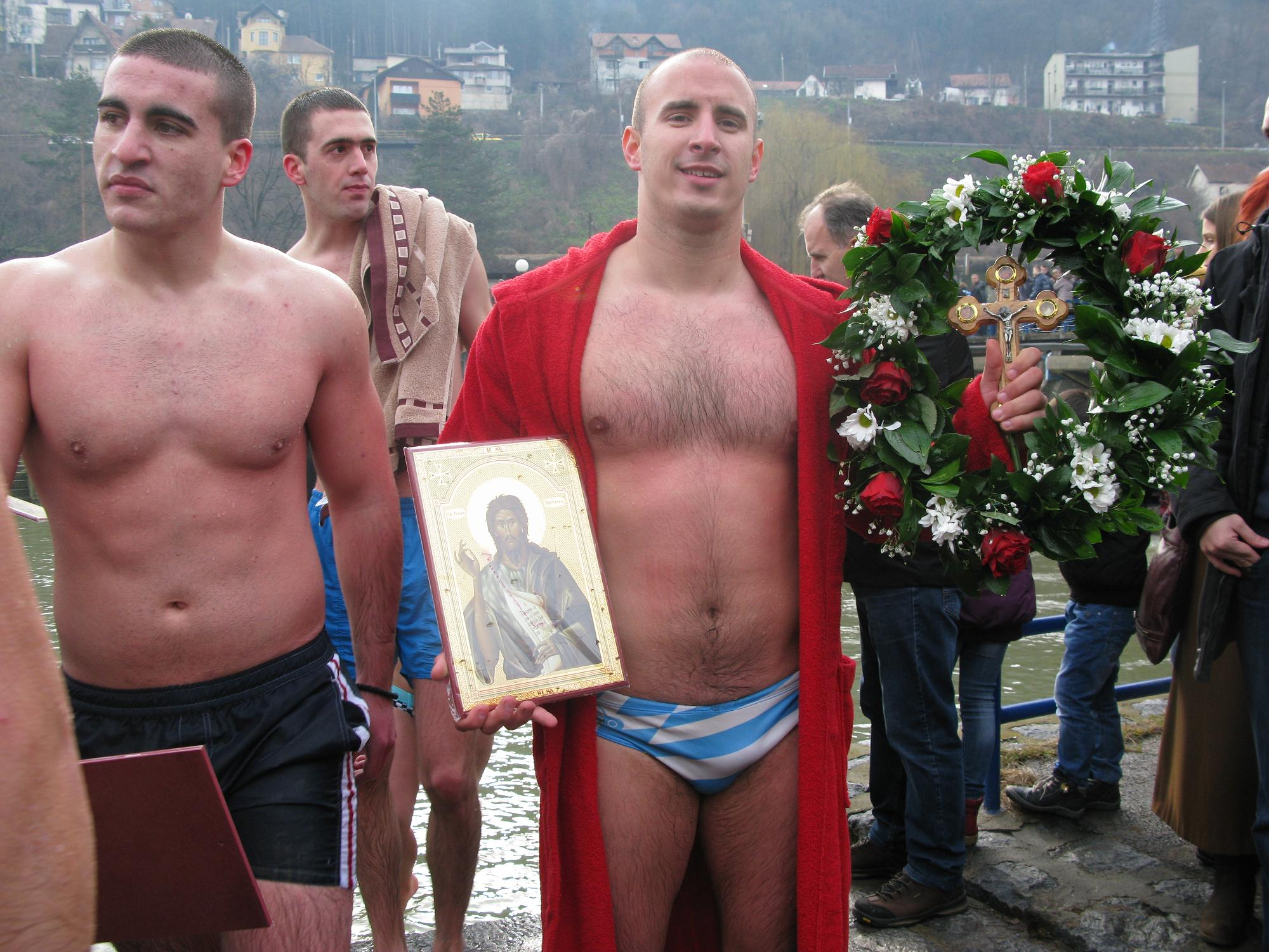 Neven Selaković, pobednik trke u plivanju