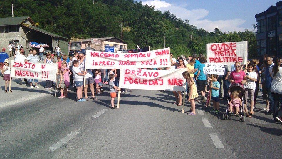 протест против изградње колектора