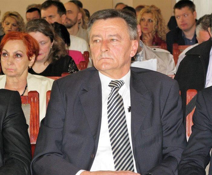 Већник Зоран Аџић принуђен да поднесе оставку