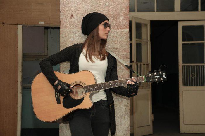 Живи с гитаром и песмом