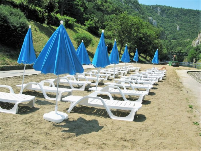 Градска плажа богатија за 50 лежаљки и 25 сунцобрана