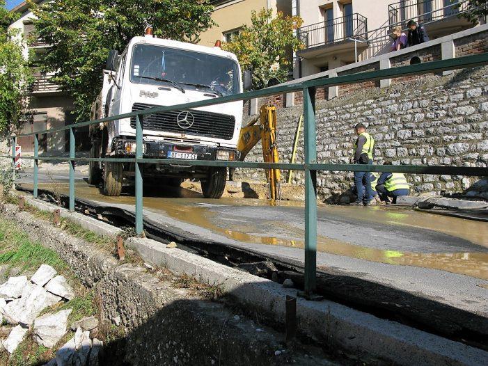 Пукла цев у Београдској улици