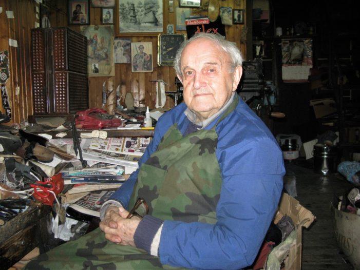 Провео 62 године као обућар