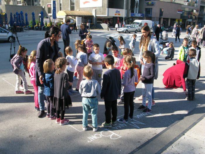 Деца воле Ђетињу