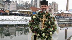 Јован Тодоровић први до Богојављенског крста